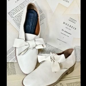 Anthropologie ivory tan Leather Bow Flat Shoes 37